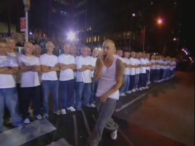 Eminem - The Real Slim Shady & The Way I Am(Live @ MTV Music Awards, 2000)[(000945)17-31-41]