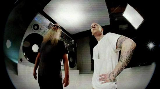 Eminem - Berzerk (Official) (Explicit)[22-12-24]