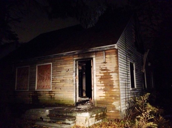 2013.11.08 - Eminem's Childhood Home Caught In Fire