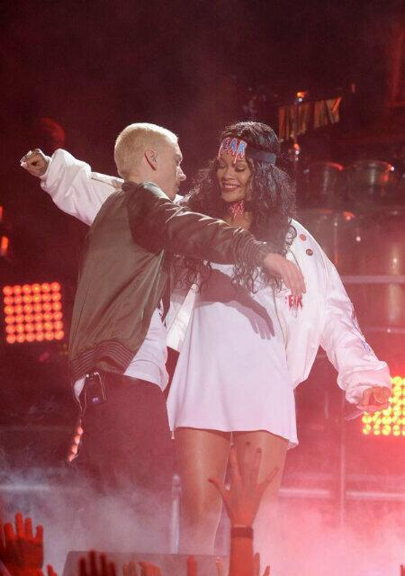 13 апреля 2014 года Eminem и Rihanna выступают с синглом The Monster в Лос-Анджелесе на MTV Movie Awards 2014