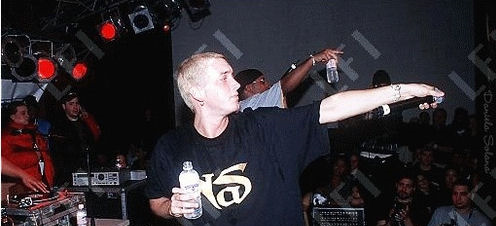 Vintage-Photo-of-Eminem-Wearing-a-Nas-T-Shirt[1]