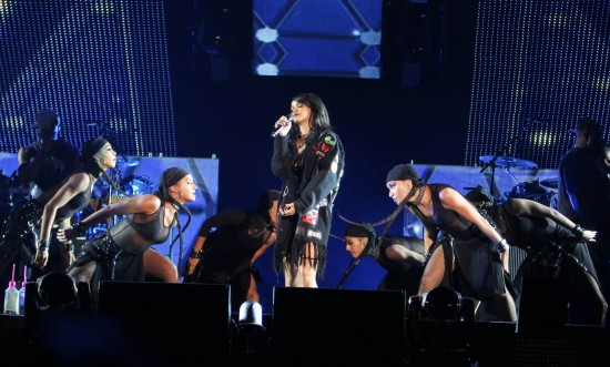 Eminem and Rihanna at The Monster Tour (Rose Bowl 7 aug 2014) 01
