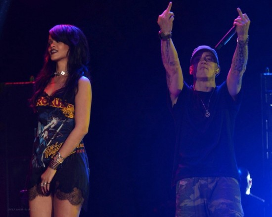 Eminem и Rihanna на The Monster Tour (Rose Bowl 7 августа 2014) 10