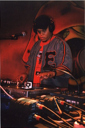 DJ Head за пультом во время Европейского тура / DJ Head on the 1&2 during the Euro Tour