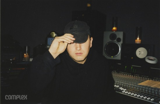 """Eminem в """"в той же самой грёбанной кепке Nike"""" в процессе сведения трека """"My Fault."""" Burbank, Калифорния (Июнь 1998) Фотография Noah Callahan-Bever."""