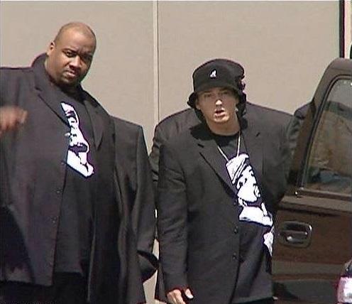 Eminem и его телохранители на похоронах Proof, 2006