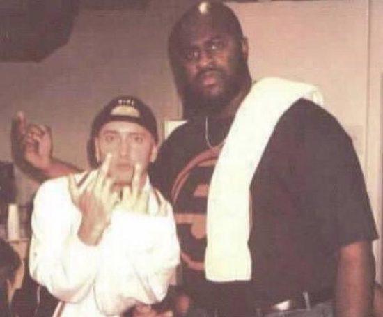Swifty McVay вспоминает попытку Шуг Найта запугать Eminem'а