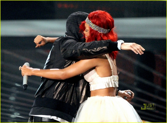 1-Eminem-ft-Rihanna-Love The Way You Lie