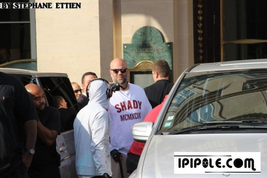 Eminem покидает отель Le Meurice в Париже 22 августа Stade de France