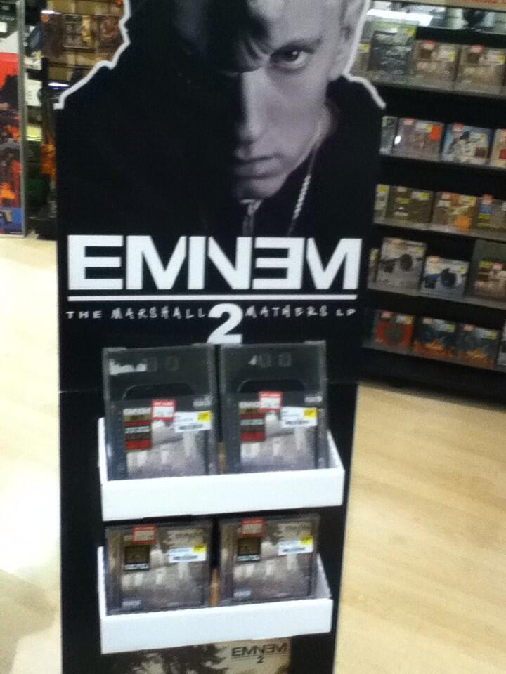 2013.11.05 - Рекламная стойка с альбомом Eminem MMLP2 в магазине