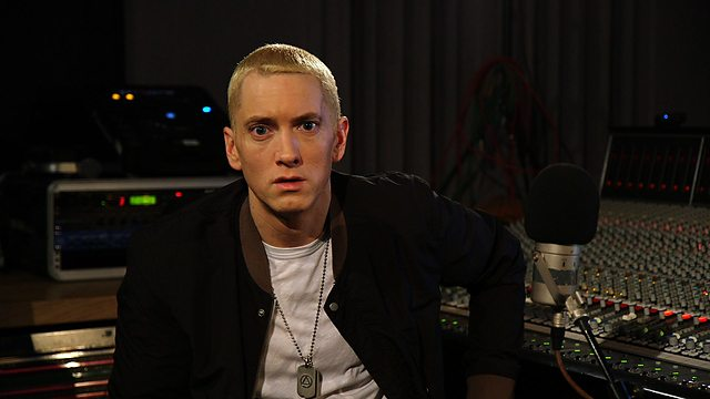 2013.11.19 - Eminem performs Berzerk exclusively for Zane Lowe at the BBC 3