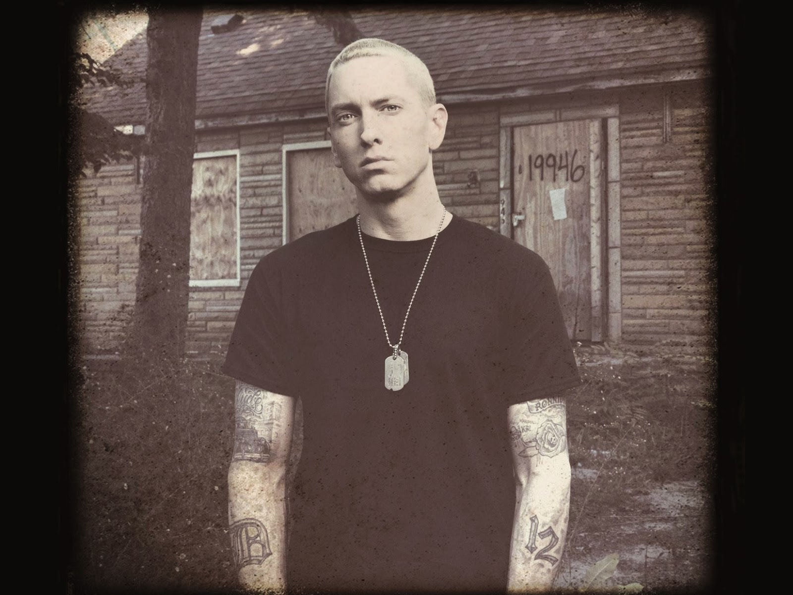 Буклет альбома Eminem The Marshall Mathers LP 2 - 12