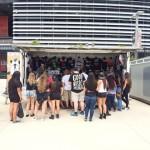 10 Eminem и Rihanna The Monster Tour MetLife Stadium 17-08-2014 Открылся киоск с мерчендайзом