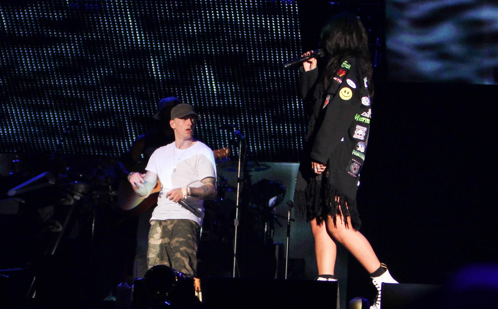 Eminem and Rihanna at The Monster Tour (Rose Bowl 7 aug 2014) 01
