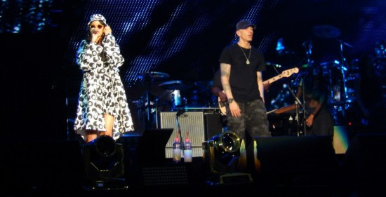 Eminem и Rihanna начали свой The Monster Tour на стадионе Роуз Боул. Rose Bowl