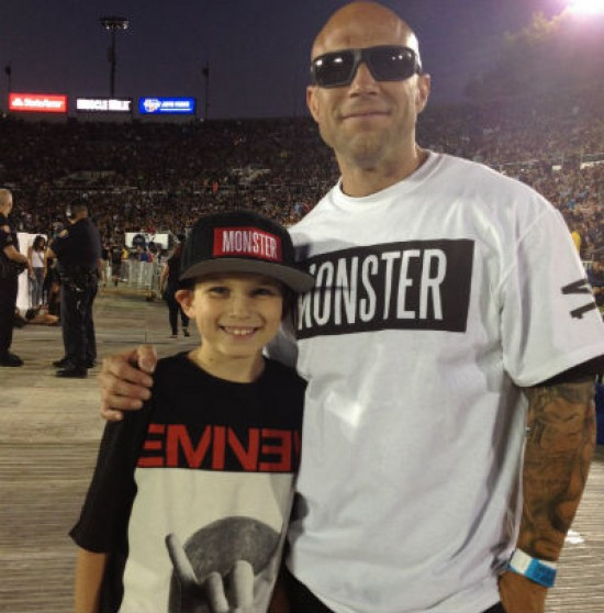 Cooper, 8лет (вместе сосвоим отцом Chad'ом, 40лет)  Stan, The Monster Tour, фанат