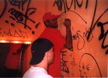 Пруф расписывает стену / Proof tags up a wall