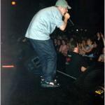 Mr. Eon заводит толпу во время европейского тура / Mr. Eon rocking the crowd during the Euro tour