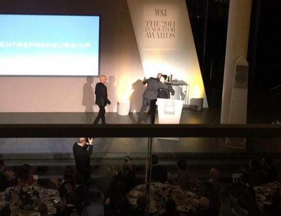 Eminem вручил награду Dr. Dre и Jimmy Iovine на церемонии «Innovator of the Year» журнала WSJ