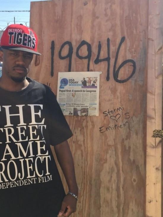 Таинственный режиссер-документалист присвоил себе дверь от бывшего дома Eminem в Детройте