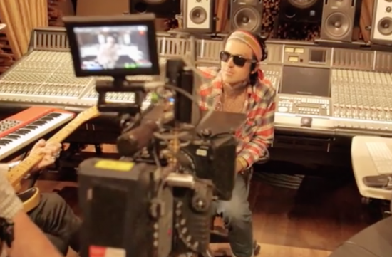 Видео со съемок клипа Yelawolf — «Whiskey In A Bottle»