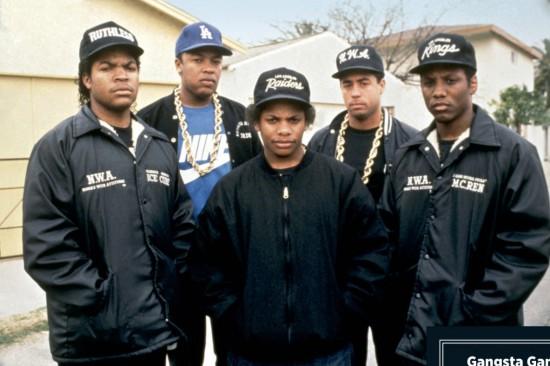 Ice Cube, Dr. Dre, Eazy-E, Yella, MC Ren (слева направо), конец 80-х. «Eazy был хаслером», — говорит Ren. «У него были крутые девушки, деньги, драгоценности».