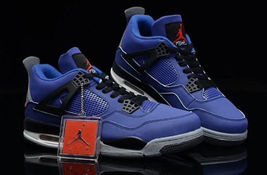 Eminem выпустил кроссовки совместно с брендами Jordan и Carhartt