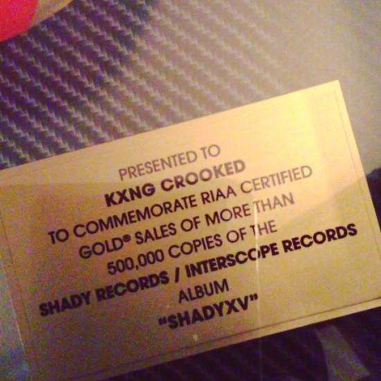 2015.01.01 - Crooked I получил золотой сертификат альбома «SHADYXV» от RIAA