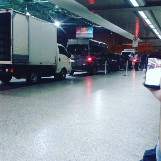 2016.03.10 - Eminem airport Brazil