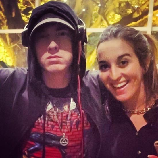2016.03.12 - Eminem Brazil 2016 в Бразилии с фанаткой