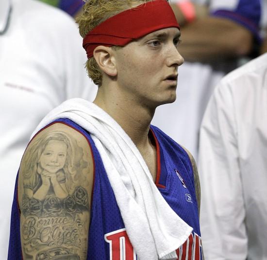 Eminem играет в баскетбол