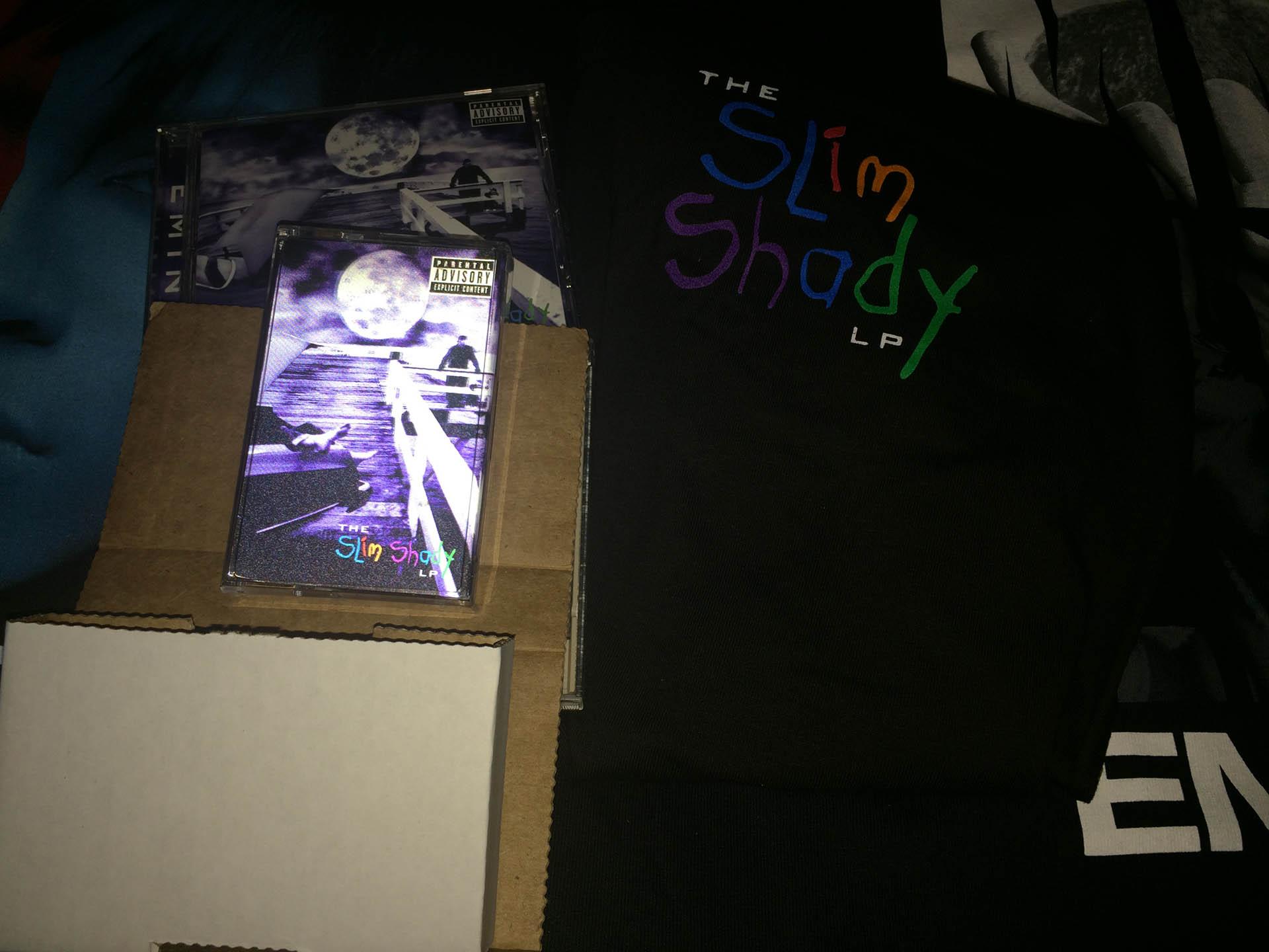 Переиздание альбома «The Slim Shady LP» на кассетах с автографом Эминема