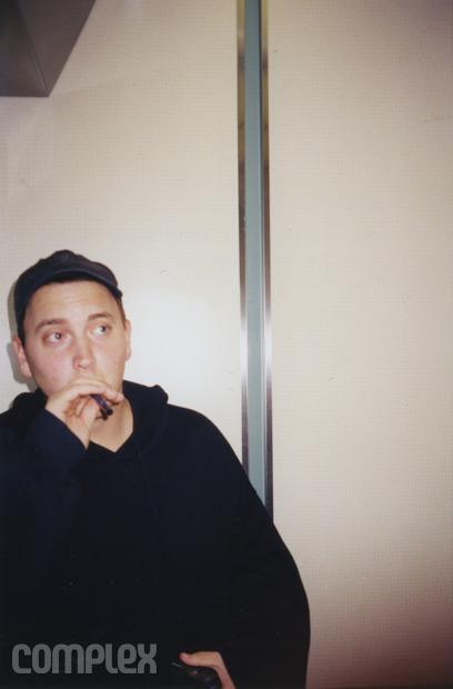 Eminem в процессе написания трека в студии. Burbank, Калифорния (Июнь 1998) Фотография Noah Callahan-Bever.