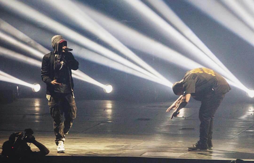 Eminem появляется из под сцены на концерте Drake в Детройте 17.08.2016