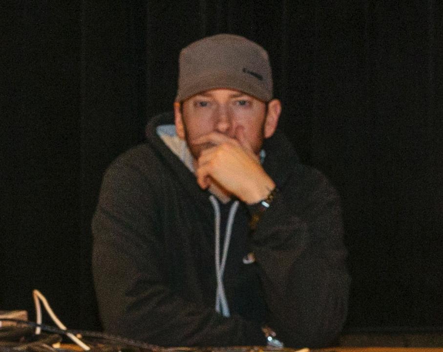 Eminem отпустил бороду и записал интро для трека Hall N' Nash