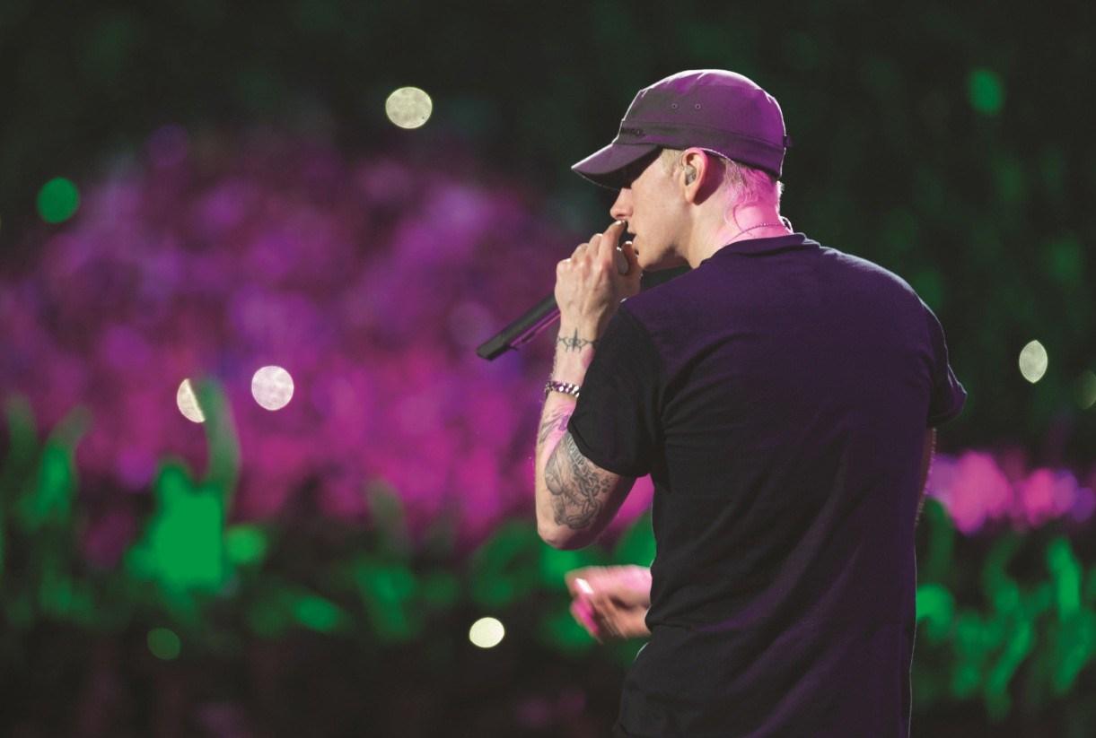 Eminem выкладывает новую музыку в этом месяце??!!