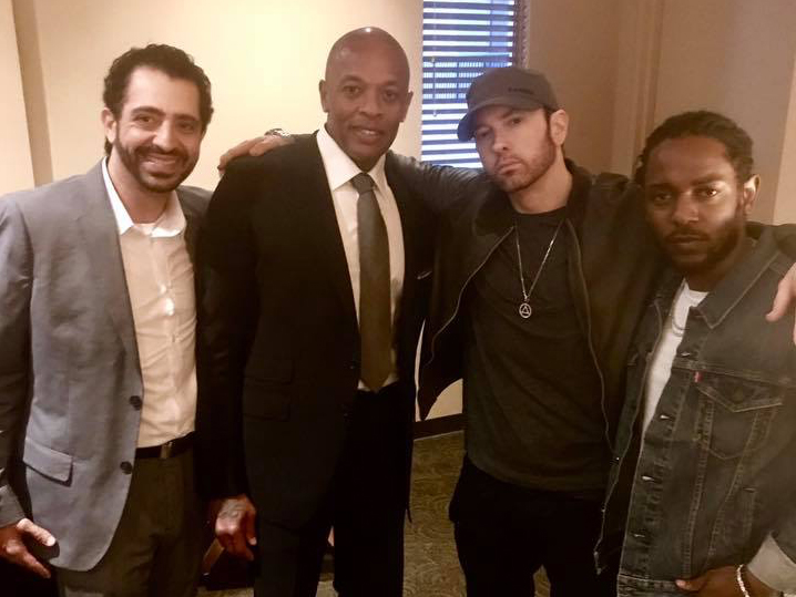 На фотографии Eminem вместе с продюсером FredWreck (слева), Dr. Dre и Кендриком Ламаром.