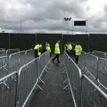 Glasgow Summer Sessions 2017 сотрудники ставят ограждения