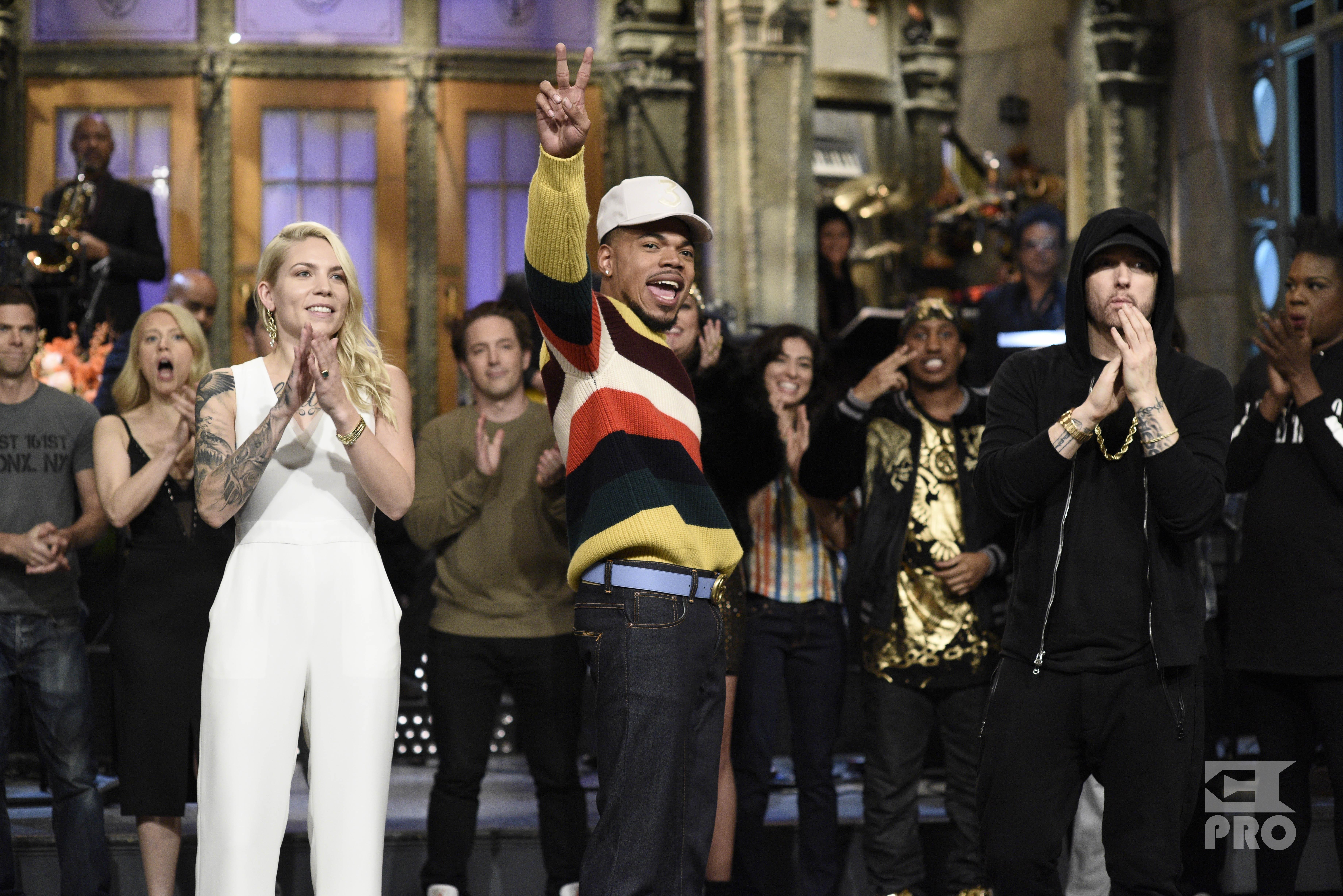 SATURDAY NIGHT LIVE: Музыкальный гость Eminem вместе со Skylar Grey и ведущим Chance the Rapper, 18 ноября 2017.