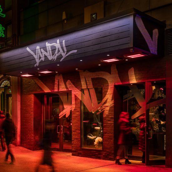 Чтобы отпраздновать успех, Chance the Rapper отправился на афтепати в ресторан шеф-повора Chris Santos - Vandal