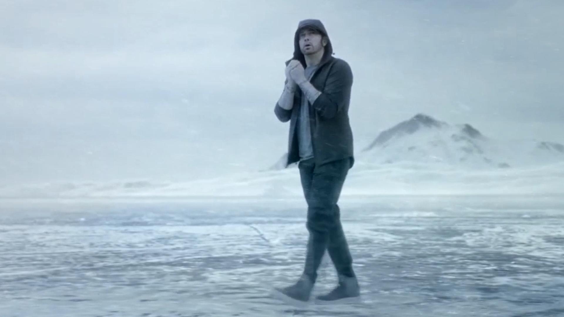 [Мировая премьера клипа] Eminem feat. Beyoncé — «Walk on Water»