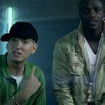 Эминем и Эйкон в клипе «Smack That»