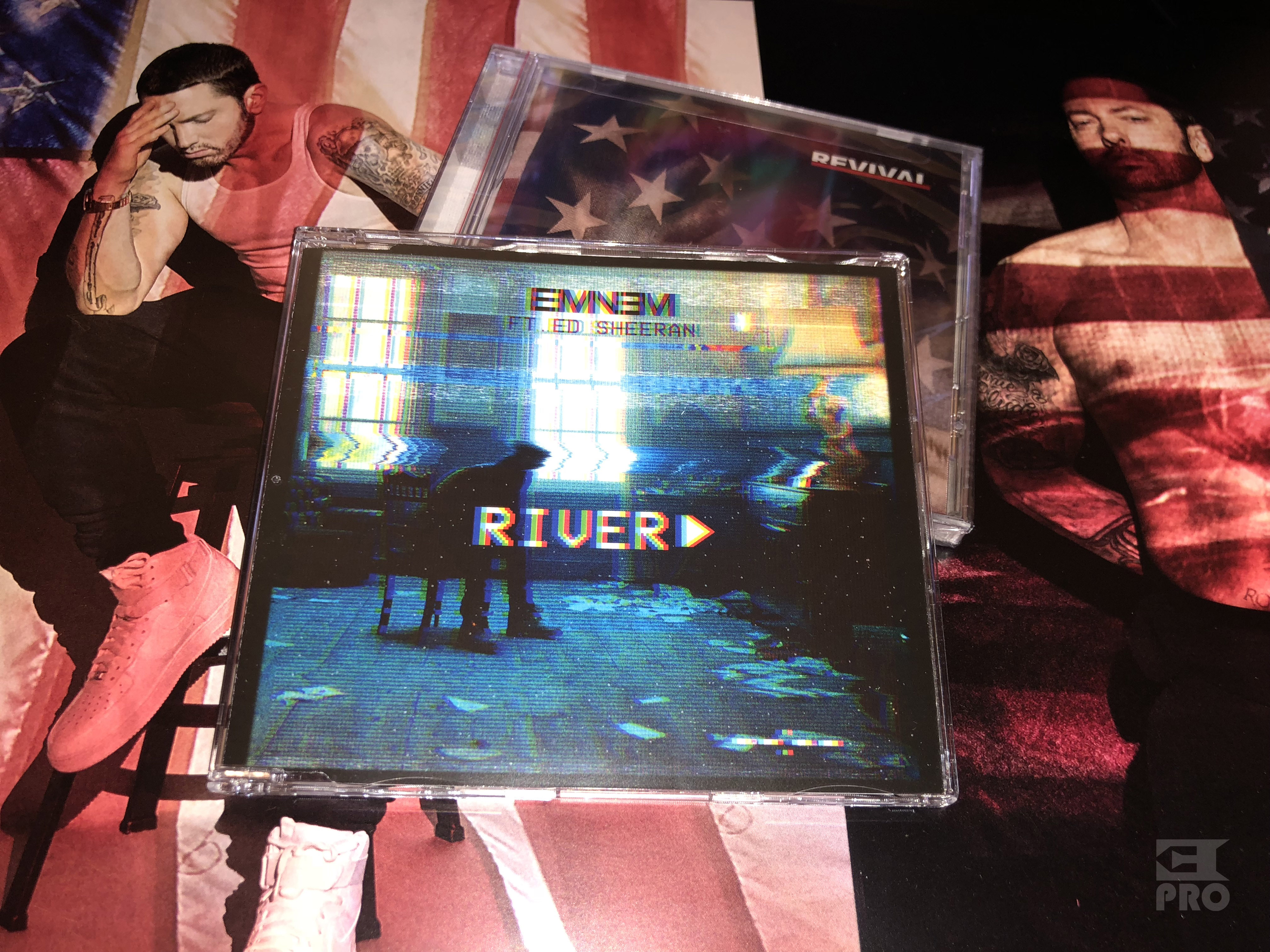 Распаковка: Европейская CD-версия сингла Eminem'а и Эда Ширана «River»