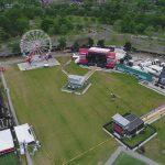 Территория фестиваля Boston Calling относительно не большая. Площадка вмещает до 25,000 гостей.