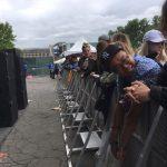 К выходу на сцену готовится группа Amine, а фанаты терпеливо ждут хедлайнера. Ждать ещё очень долго. The Governors Ball Eminem