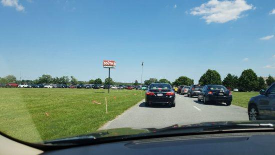 На парковке фестиваля тоже не протолкнуться. Не завидую я тем владельцам авто, которые будут выбираться от туда после концерта Эминема.