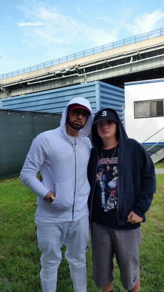 Eminem и благотворительный фонд Make-A-Wish исполняют мечты фанатов. Эм встретился с фанатами на фестивале The Governors Ball и сделал ещё несколько детей с серьёзными заболеваниям чуточку счастливее.   David Praniuk