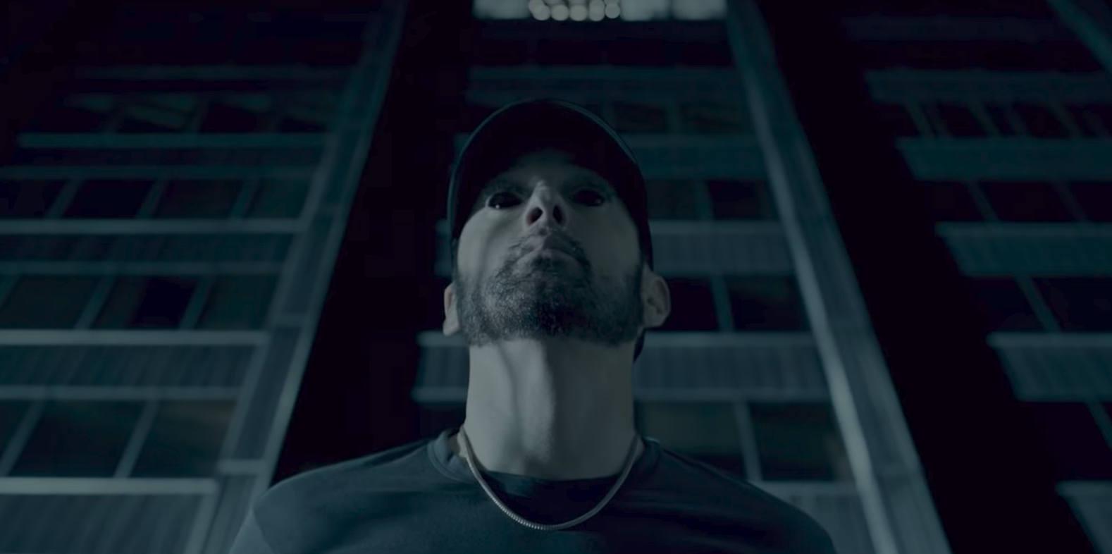 Авторский перевод «Eminem.Pro» текста нового трека Eminem'а — «Fall» на русский язык