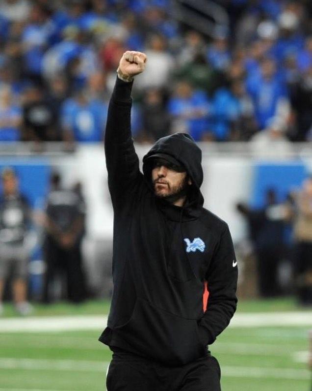 Eminem присоединился к Detroit Lions в качестве почетного капитана