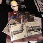 Распаковка: Британская CD-версия альбома «Kamikaze»